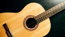 Gra na gitarze klasycznej, elektrycznej i basowej