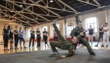 Wojsko szkoli kobiety z technik samoobrony