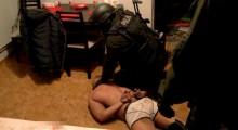 Mieli broń i narkotyki. Policjanci rozbili grupę przestępczą
