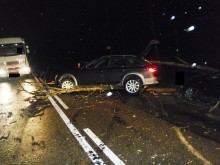 Augustów. Drzewo na drodze, dwa samochody uszkodzone [zdjęcia]
