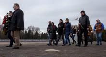 Rosjanie w Suwałkach i nie tylko. Złożyli kwiaty na grobach żołnierzy radzieckich [zdjęcia]