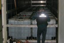 Dwie ciężarówki z 52 tys. oleju w plastikowych pojemnikach zatrzymane koło Budziska
