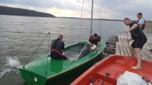 Dwie osoby wypadły z łódki na jeziorze Wigry [zdjęcia]
