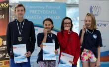 Suwalscy pływacy na mistrzostwach Polski 13-latków. Trzy złota i dwa rekordy  Filipa Kosińskiego