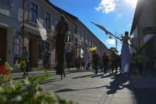 Prezentacje konkursowe, teatr uliczny i animacje. W Suwałkach rozpoczął się Wigraszek 2017 [zdjęcia]