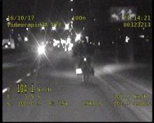 Pułaskiego 104 km/h. Motocyklista pożegnał się z prawem jazdy [wideo]