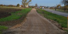 Ścieżka wzdłuż ulicy Raczkowskiej. Spychacz tędy przejechał, rowery jeszcze nie