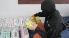 Dwa tysiące paczek nielegalnych papierosów w domu 59-latki [zdjęcia]