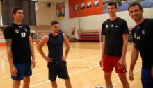 Ślepsk z Wojciechem Winnikiem i Kevinem Sasakiem w ataku