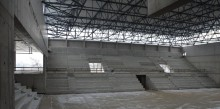 Hala widowiskowo-sportowa w Suwałkach. Jest dach, widać trybuny gmachu za 36 mln zł [zdjęcia]