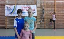 Szkoła Podstawowa nr 11 w Suwałkach. Świąteczne zawody lekkoatletyczne [zdjęcia]