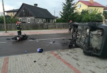 Groźny wypadek na Raczkowskiej. Zawinił kierowca samochodu, motocyklista w stanie krytycznym [foto]
