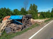 Trasa Olecko-Ełk. Wywrotka ciężarówki z deskami. Przy okazji wpadł pijany