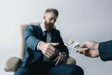 Polaków do zmiany pracy motywują pieniądze. Wyniki badań