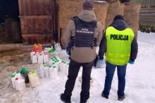 Celnicy, policjanci i inspektorzy ochrony roślin w akcji. W stodole, pod słomą, przemycony preparat