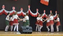 Uczniowie z czterech suwalskich szkół podstawowych zatańczyli oberka [zdjęcia]