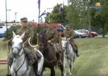 Przemarsz kawalerii, zawody i dżygitówka. W Suwałkach trwa XIX Piknik Kawaleryjski [wideo]