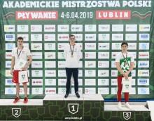 Pływanie. Suwalczanin Daniel Rzadkowski podwójnym akademickim mistrzem Polski