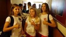 Trzy Aleksandry z Suwałk z medalami Mistrzostw Europy w karate. Prawidłowe kopnięcia w głowę