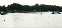 Skoki na nartach wodnych w Augustowie. Kilka metrów do rekordu [wideo]