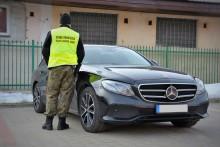 Nowy Mercedes, skradziony tego samego dnia w Niemczech, znaleziony pod Augustowem