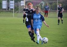 Piłka nożna kobiet. RESO Akademia 2012 Suwałki uległa sąsiadkom w tabeli [zdjęcia]