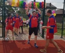 Mieszkańcy Sobolewa kontra pracownicy urzędu gminy. Otwarcie boiska w Sobolewie [zdjęcia]