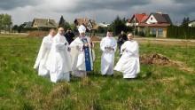 Poświęcenie placu i krzyża w miejscu nowego kościoła w Suwałkach [zdjęcia]