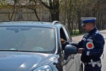 Skontrolowali tysiąc kierowców. Pięciu z nich straciło prawo jazdy. Policjanci podsumowali majówkę