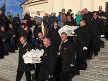 To była ich ostatnia droga. Pogrzeb rodziny poszkodowanej w pożarze w Jemielistem [zdjęcia]