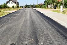 Kolejne wyasfaltowane odcinki dróg w Bakałarzewie [zdjęcia]