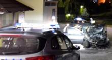 Pożar samochodu  na osiedlu Północ w Suwałkach. Pijana 24-latka uderzyła w transformator [wideo]