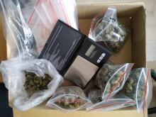 Narkotyki w jednym z augustowskich mieszkań [zdjęcia]