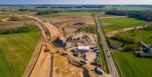 Powstają nowe odcinki trasy Via Baltica. Dwa tysiące osób i tysiąc maszyn na drodze za 6,5 miliarda