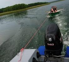 Policjanci pomogli parze turystów, których burza zaskoczyła na jeziorze Wigry