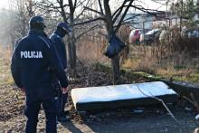Suwalscy policjanci przeszukują miejsca, w których mogą przebywać osoby bezdomne [zdjęcia]