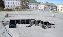 Zniszczona fontanna na Placu Konopnickiej czeka na szacunki strat. Z dzbana woda nie tryska [foto]