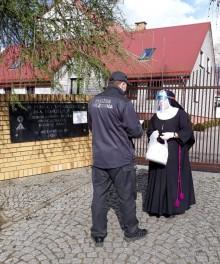 Sześciu osadzonych codziennie szyje maseczki. Areszt Śledczy w Suwałkach pomaga w walce z epidemią