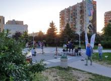 Trochę kultury na dalekiej Północy. Wiesław Jarmoc i Agata Gulbierz dali koncert przy fontannie