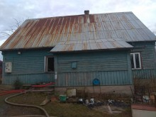 Pożar domu w Marynowie. Mieszkańcy sami opuścili budynek [zdjęcia]