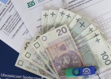 ZUS wypłaca świadczenie postojowe dla samozatrudnionych i pracujących na umowy. Najwyżej  trzy razy