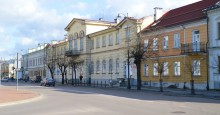 Elewacje budynków I LO  i ratusza w Suwałkach doczekają się remontu? Kto kogo przetrzyma