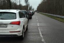 Granica z obwodem kaliningradzkim. Ogromne kolejki na przejściach, puste półki w sklepach [zdjęcia]