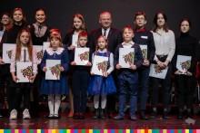 Uczniowie ze Szkoły Podstawowej w Słobódce ze stypendiami Marszałka [zdjęcia]