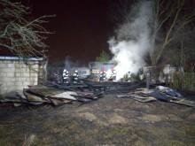 Pożar stodoły przy ul. Sianożęć. Ogień strawił też ciężarówkę [zdjęcia]