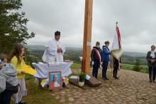 Mieszkańcy wsi Gulbieniszki odnowili krzyż na Cisowej Górze [zdjęcia]