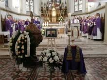 Pogrzeb ks. prał. Zygmunta Sędziaka. Duchowny zmarł na koronawirusa [zdjęcia]