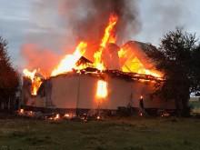 Filipów Trzeci. Drewniany dom płonął jak pochodnia, obaj mieszkańcy zdołali uciec