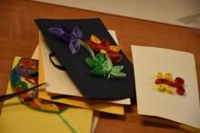 Wakacyjne zajęcia artystyczne: Tulipan z szerokiej wstążki, zajęcia manualne