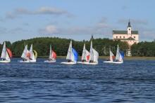 Żeglarstwo. Puchar Polski w klasie Cadet na jeziorze Wigry [foto]